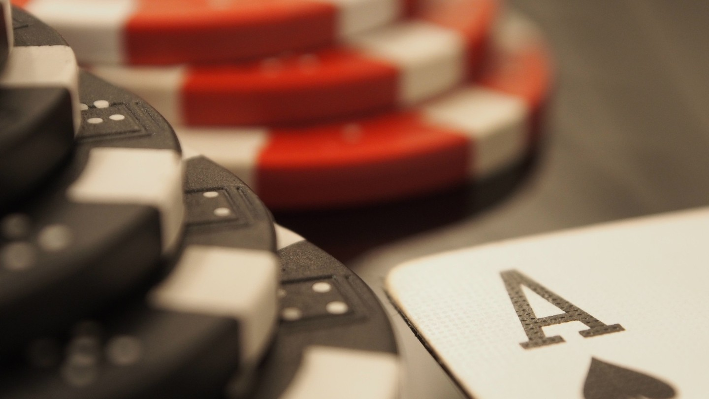 Bad beat: practical attacks against poker cheating devices