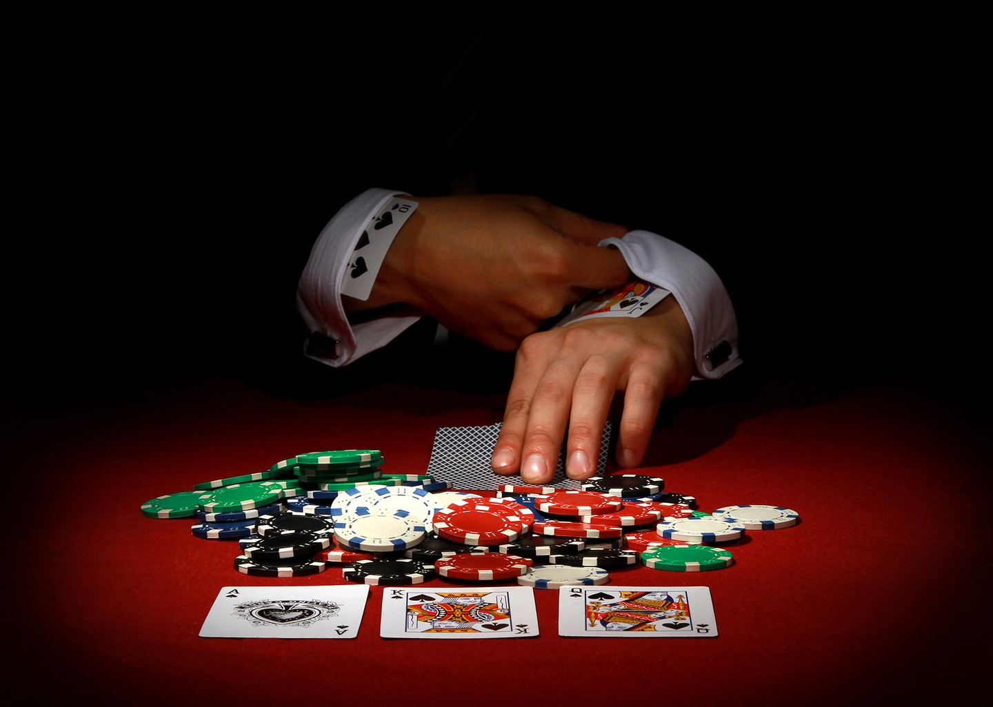 The dark side of online poker or the commoditization and weaponization of big data and espionage